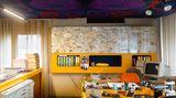 Dieser Entwurf des deutschen Designers Wolfgang Feierbachtrug den Futurismus gleich im Namen. FG 2000 heißt das Kunststoffhaus. Auch wenn der Verweis aufs neue Jahrtausend vielleicht etwas zu optimistisch war - die 1969 entstandene Vision nimmt immerhin die 70er Jahre vorweg.