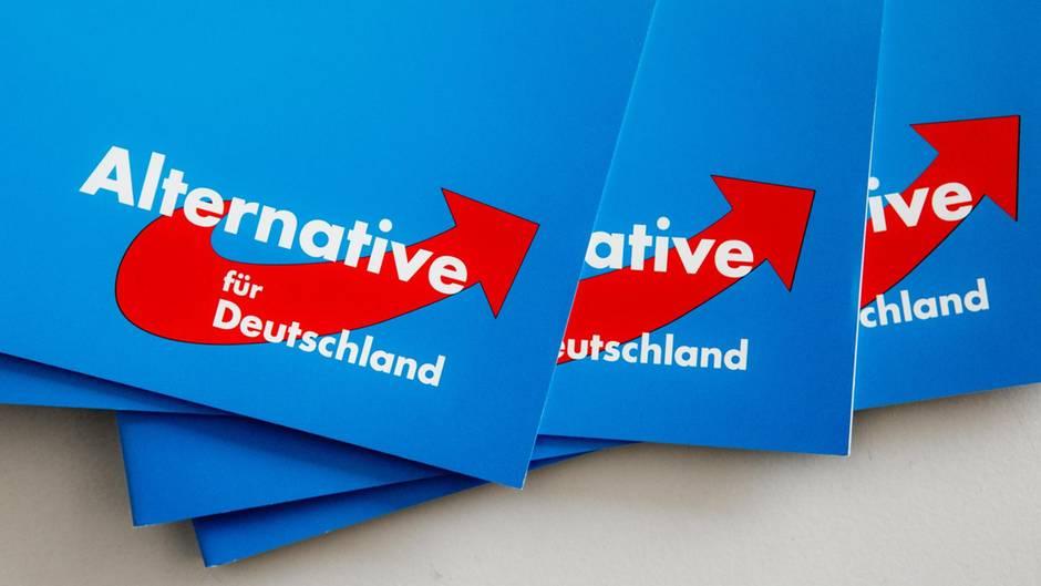 Köln: Kölner AfD-Kommunalpolitiker Hendrik Rottmann wegen Volksverhetzung angezeigt - NS-Parole getwittert
