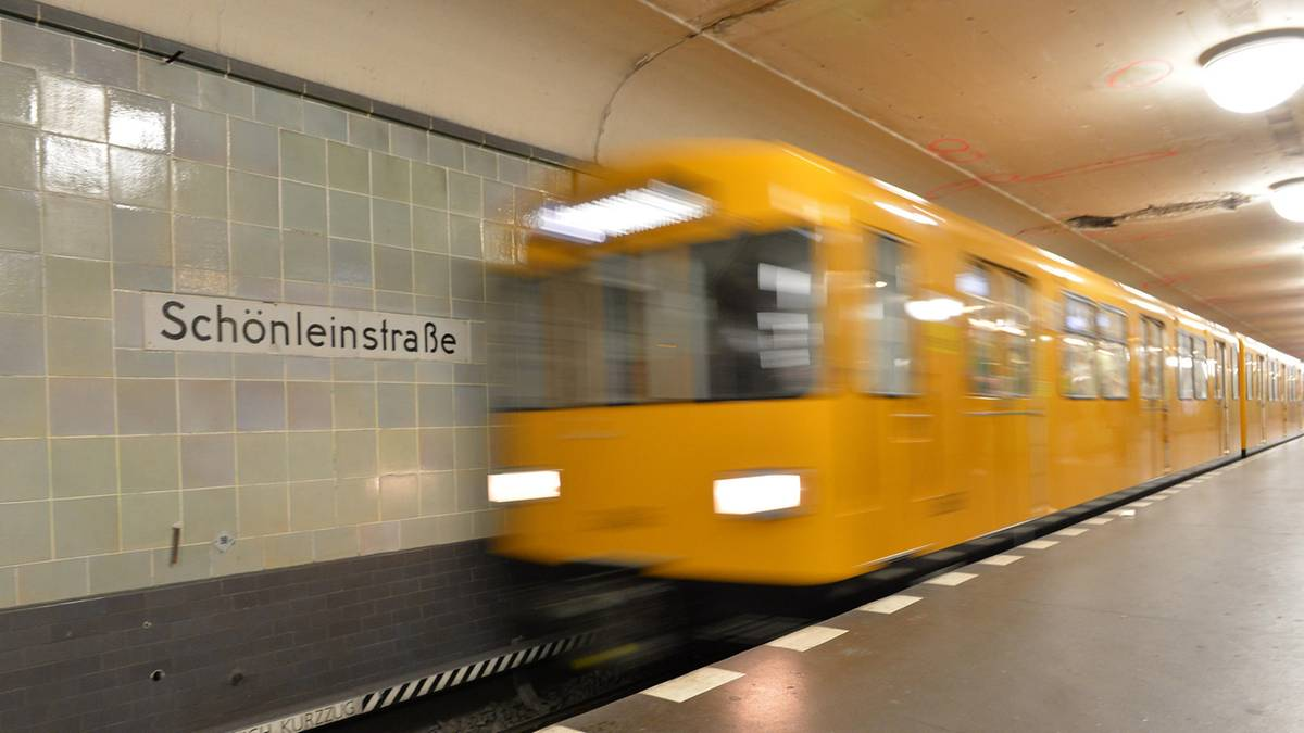 Berlin u bahn haare angezundet