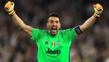 Gigi Buffon von Juventus Turin jubelt im hellgrünen Dress - Er steht im Champions-League-Finale