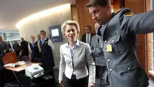 Ursula von der Leyen steht nach der Affäre um Franco A. unter Druck