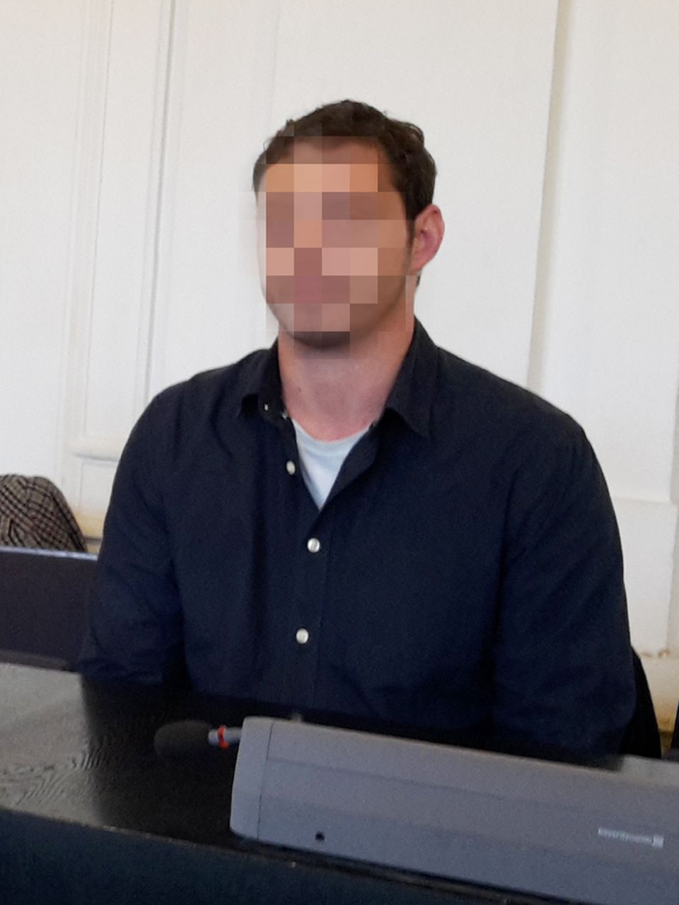 Der Täter im Karlsruher Landgericht.