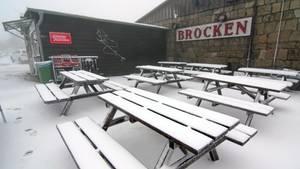 Eisheiligen: Schnee liegt am 15. Mai 2016 auf dem Brocken