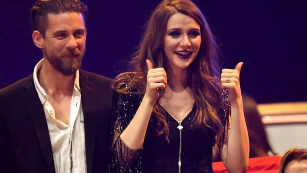 Die mazedonische Kandidatin Jana Burčeska bekam während des ESC-Halbfinales einen Heiratsantrag von ihrem Freund Alexander.