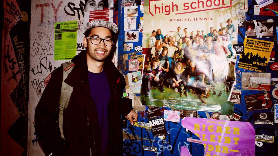 """Hanil besucht seine alte Schule - Drehort für den Film """"Berlin Rebel High School"""""""
