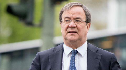 Der CDU-Politiker Armin Laschet schaut ernst