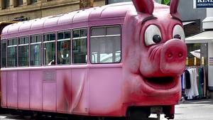 """""""Dieser Schnappschuss von der 'Säuli-Tram' in Basel ist ein Glücksfall. Denn so schnell sie da war, war sie auch schon wieder weg.""""      Mehr Fotos vonebatzdorfin derVIEW Fotocommunity      Aktionen und Informationen aus der VIEW Fotocommunity aufFacebookoderTwitter"""