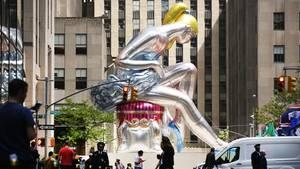 Jeff Koons' Riesenballerina