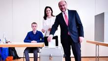 SPD-Kanzlerkandidat Martin Schulz gibt seine Stimme bei der NRW-Wahl ab
