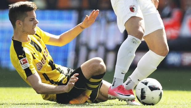 Der schreckliche Moment der Verletzung: BVB-Profi Julian Weigl bricht sich das Sprunggelenk