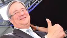 Daumen hoch: Armin Laschet von der CDU wird der neue Ministerpräsident in NRW