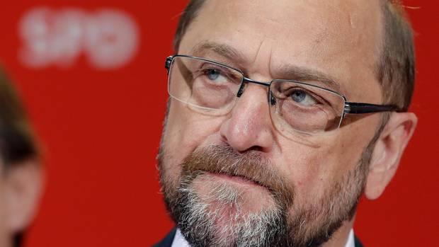 Martin Schulz schaut ernst und verkniffen nach der für SPD verlorenen Wahl in NRW