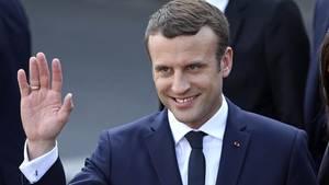 Emmanuel Macron beim Pariser Rathaus nach seiner Ernennungszeremonie am Sonntag