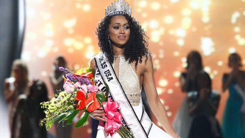 Die neue Miss USA, Kara McCullough, bei der Siegerehrung