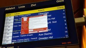 Wannacry Windows Trojaner auf einer Anzeige der deutschen Bahn