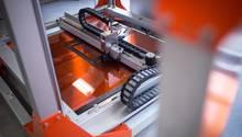 Ein 3D-Drucker druckt ein Modell für die Deutsche Bahn