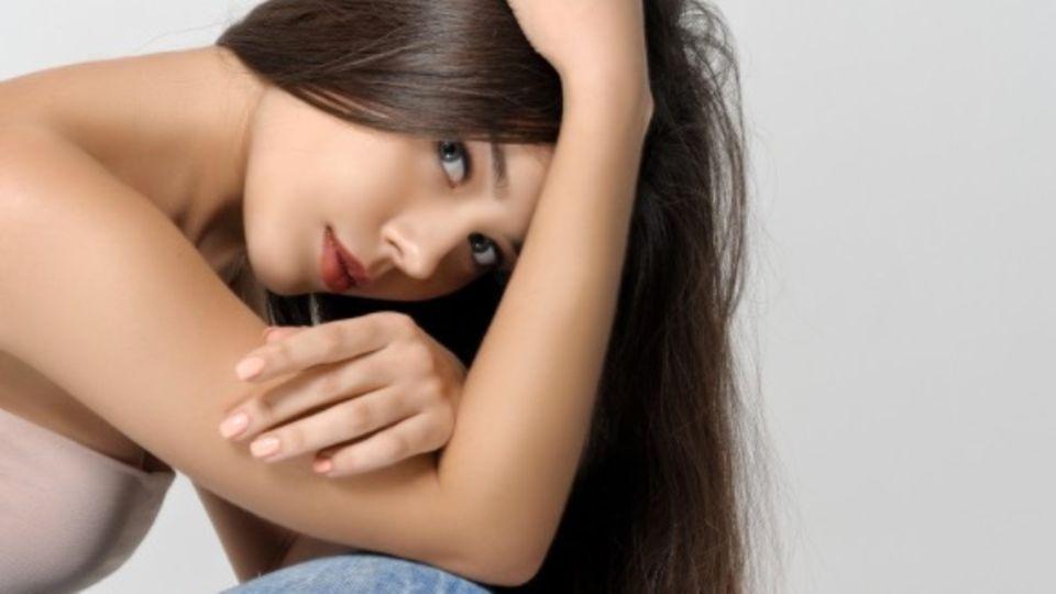 Trockene Haare: Schuppen, Spliss und spröde Spitzen: eine Kampfansage an die Heizungsluft