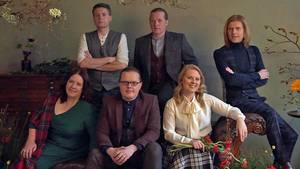 Sechs Kelly-Family-Mitglieder beim Fotoshooting:Jimmy, Joey, John, Kathy, Angelo undPatricia.