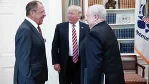 Donald Trump trifft Sergej Lawrow und den russischen Botschaft im Oval Office