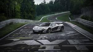 Der McLaren P1 hat die Sieben-Minuten-Schallmauer auf der Nordschleife unterboten