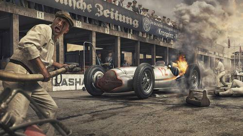 24. Juli 1938. Manfred von Brauchitsch wird aus seinem brennenden Wagen gezerrt.