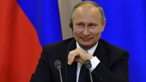 Wladimir Putin witzelte bei einer Pressekonferenz in Sotschi über die Affäre um angeblichen Geheimnisverrat