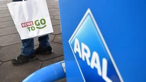 Tankstellen: McDonald's und Rewe wollen deren Standortvorteil nutzen
