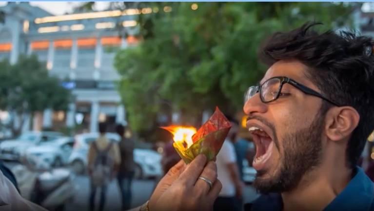 Indiens Street Food: Heiß und feurig: Dieser Snack wird einem brennend in den Mund geschoben
