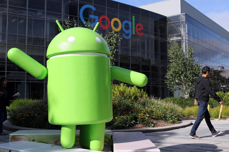 Eine Android-Figur steht vor dem Google-Campus