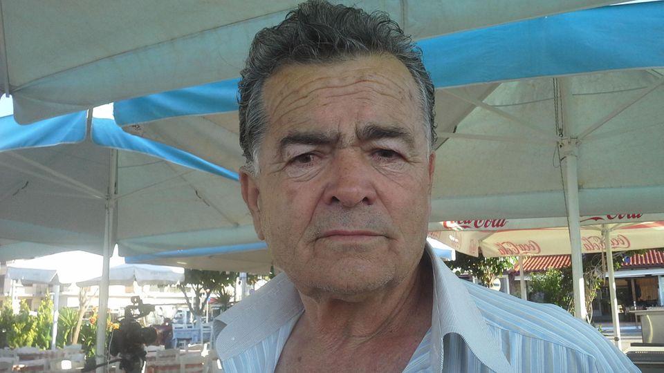 """Einst erfolgreicher Unternehmer, nun mittelloser Rentner: Michalis Routzakis nimmt das nächste Sparpaket für Griechenland apathisch hin. """"Ich bin fertig"""", sagt er."""