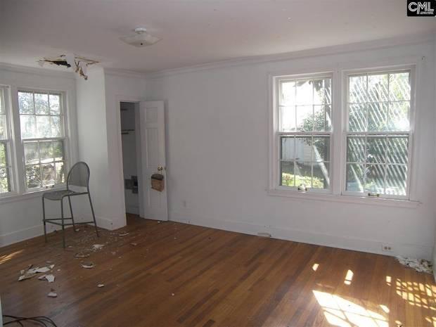 Normalerweise würde man zumindest den groben Dreck beseitigen, wenn man ein Haus zum Verkauf anbietet.