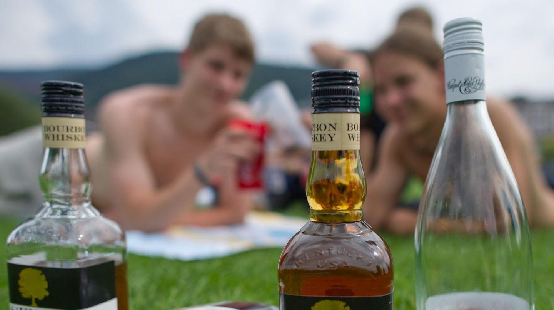 Drei Prozent der befragten Jugendlichen trinken gefährlich hohe Mengen Alkohol