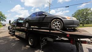 Ein Passant entdeckte den gestohlenen Wagen auf dem Land - mit dem toten Sechsjährigen auf dem Rücksitz