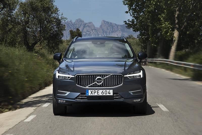 Optisch verändert in der Frontansicht des Volvo XC60 wurde vor allem das Tagfahrlicht: Thorsten Hammer