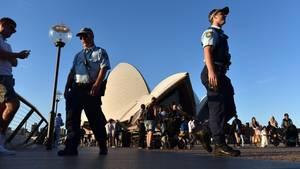 Die Polizei in Sydney sucht nach einem Mann, der ein Mädchen aus Guinea als Sex-Sklavin gehalten haben soll