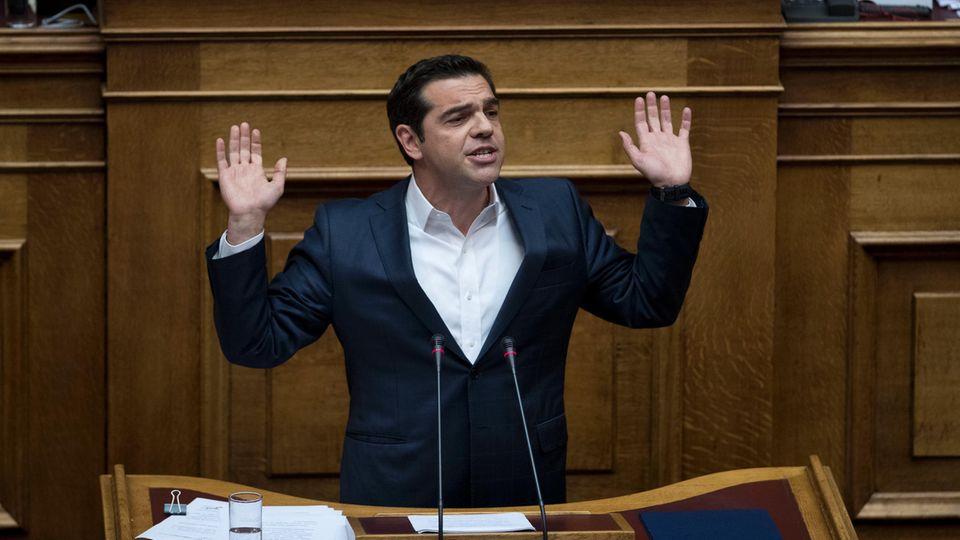 Griechenlands Ministerpräsident Alexis Tsipras spricht vor dem Parlament in Athen