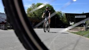 ADFC Fahrradklima: Ein Mann radelt in Nordrhein-Westfalen