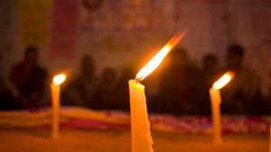 Indien: Menschen haben Kerzen für eine vergewaltigte Frau angezündet (Archivbild)