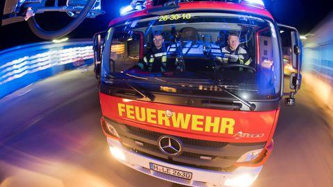 Feuerwehreinsatz in Lübeck - eine Frau stirbt bei Brand in Pflegeheim (Symbolfoto)