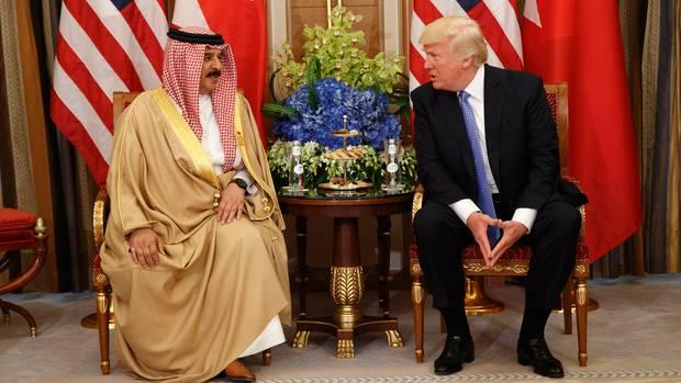Donald Trump - hier zu Gast bei Bahrains König Hamad bin Isa Al Khalifa.