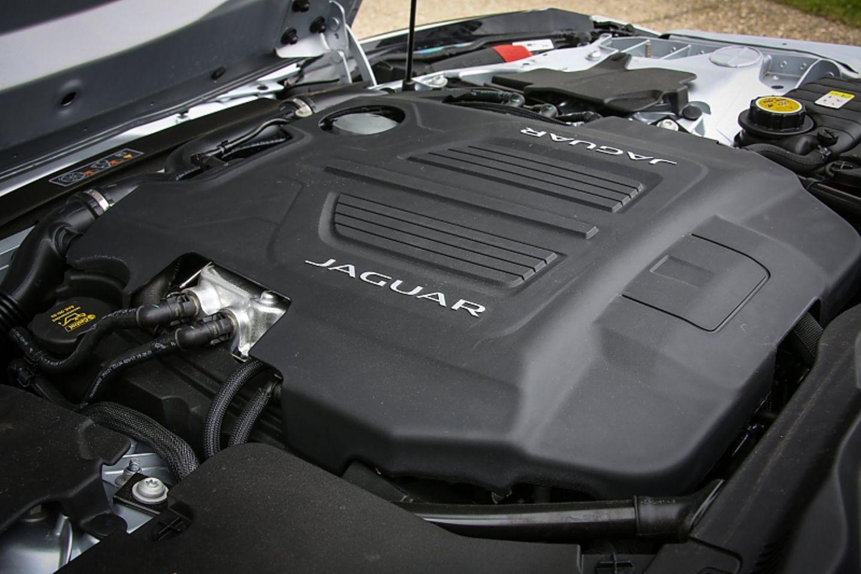 Jaguar F Type 400 Sport Cabrio AWD - leistet 294 kW / 400 PS