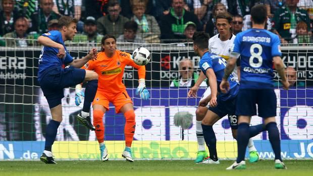 Sven Schipplock erzielt das 1:1 für Darmstadt in Mönchengladbach
