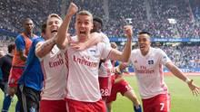 Kollektives Ausrasten in Hamburg: Luca Waldschmidt (vorne) hat gerade den 2:1-Siegtreffer für den HSV erzielt.