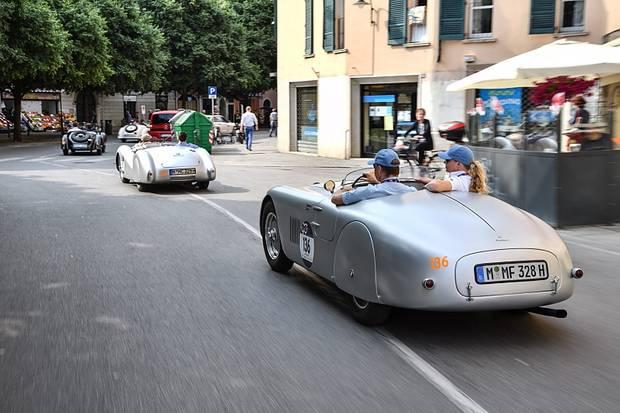Die pfeilschnellen BMW-Rennroadster schrieben einst auf der Mille Miglia Renngeschichte.