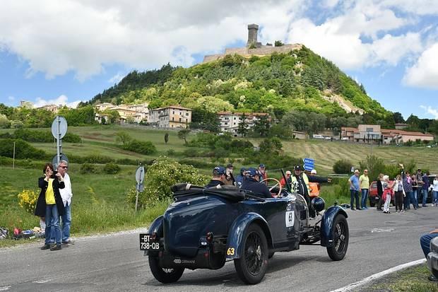 Startnummer 63, Bugatti Typ 40, rund zwei Stunden nördlich von Rom.