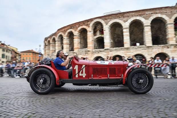 Startnummer 83, der Alfa Romeo 8C 2600 Muletto mit Neil und Joe Twyman aus England.