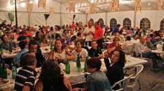 Spanier unter sich  Wie hier mitten im Sommer beim Festival Folclórico in Colombres machen sich ausländische Besucher rar. Von den elf Millionen Touristen aus Deutschland, die jedes Jahr nach Spanien reisen, findet weniger als ein halbes Prozent den Weg nach Asturien.