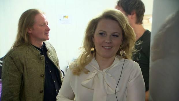 Joey und Patricia Kelly hinter den Kulissen der Westfalenhalle in Dortmund, kurz vor ihrem ersten Auftritt.