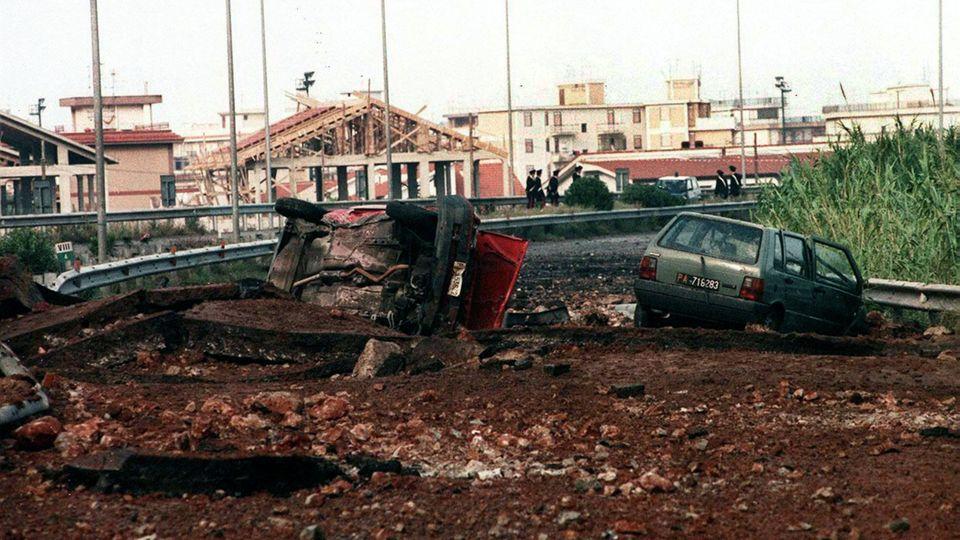 Vor 25 Jahren starb Mafia-Jäger Giovanni Falcone bei einem Sprengstoff-Anschlag auf der A29 auf Sizilien