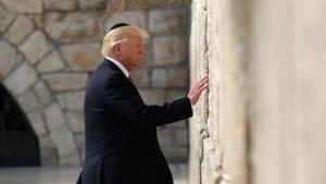 US-Präsident Donald Trump steht vor der Klagemauer in Altstadt von Jerusalem
